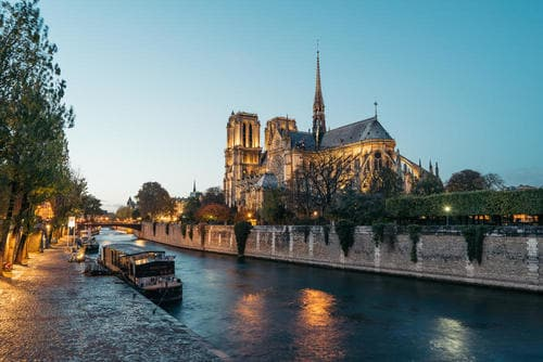 panoramic_view_of_notre_dame_in_paris