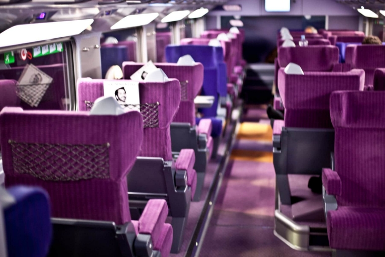Intérieur de la 1re classe du train à grande vitesse TGV (France)