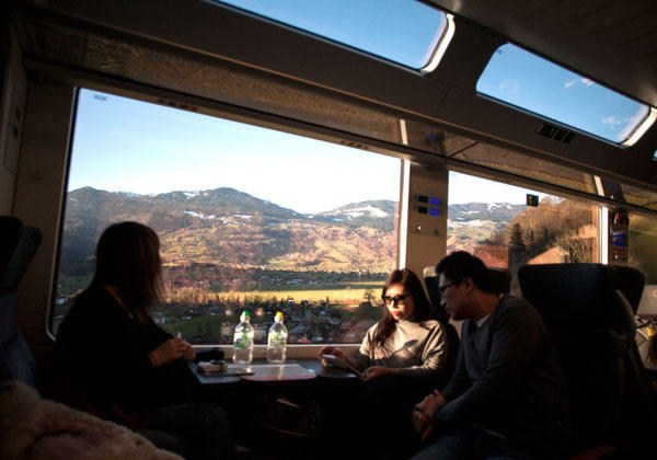 Panorama coach Golden Pass scenic train