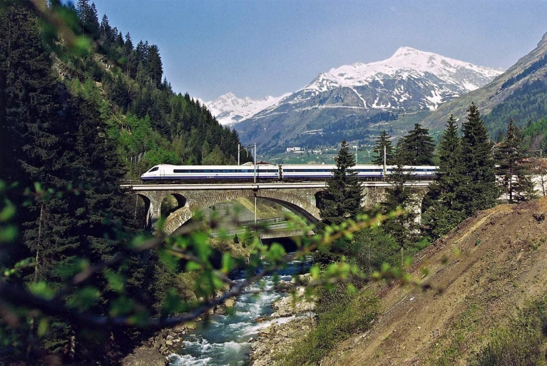 high_speed_train_cisalpino_switzerland