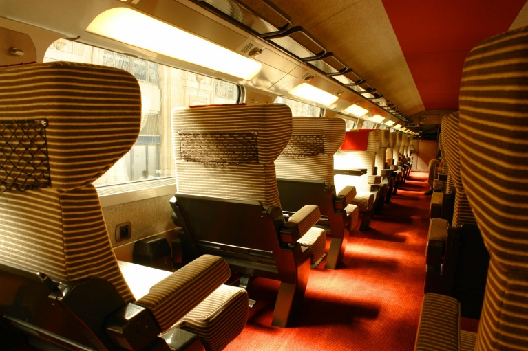 Intérieur de la 1re classe d'un train à grande vitesse TGV (France)