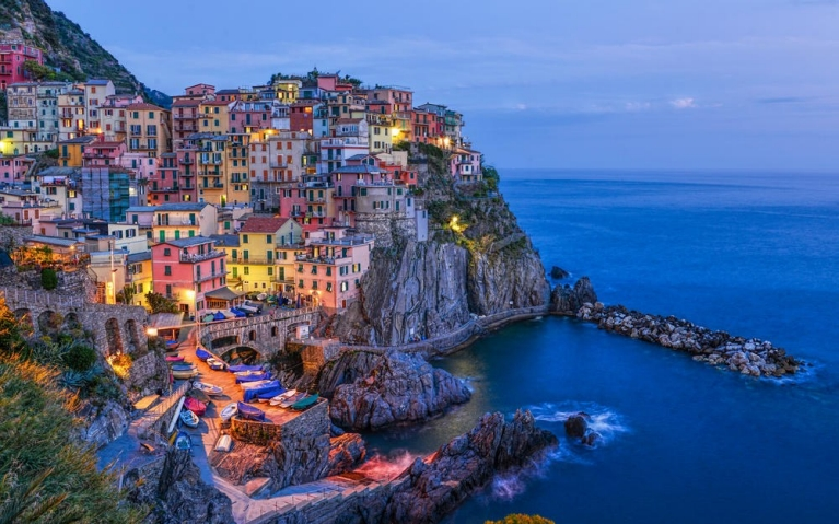 manarola_at_night_cinque_terre_northern_italy