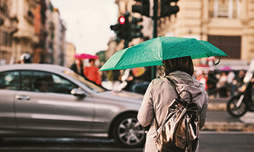 italy-rome-rainy-day-girl-with-umbrella