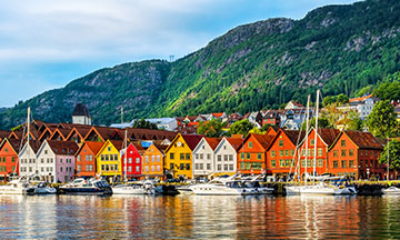 norway-bergen-colored-houses-on-the-water