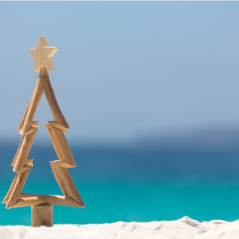 Christmas at the beach (by Shutterstock)