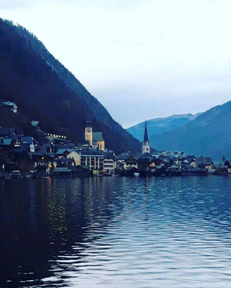 UGC-austria-hallstatt-twilight-lake